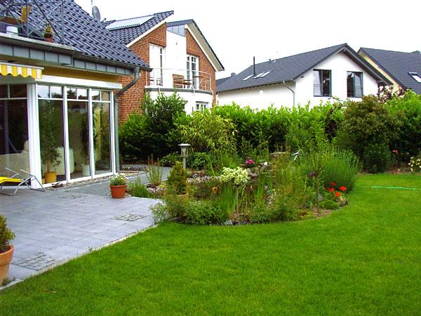 dirk eichel garten und landschaftsbau vor und hinterm haus. Black Bedroom Furniture Sets. Home Design Ideas